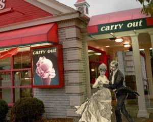Victorian couple eats at friendly's